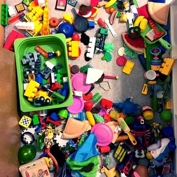 RebeccaGongora_pe_toys